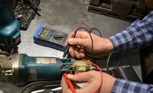 Проверка исправности цепи заземления электроинструмента