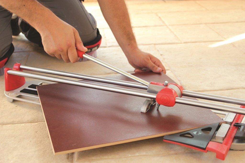 Инструмент для нарезки и подгонки плитки